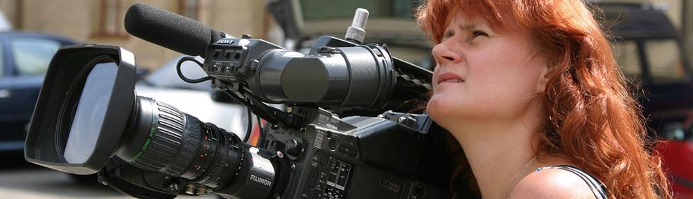 Z natáčení videoprezentace Olomouce. Jak je vidět Jarmile Karolíně nedělá problém vyměnit svůj fotoaparát za profesionální kameru. U této prezentace nemá 80% záběrů kameramana, ale má kamerawoomenku. Výsledky můžete vidět ve složce Realizace.